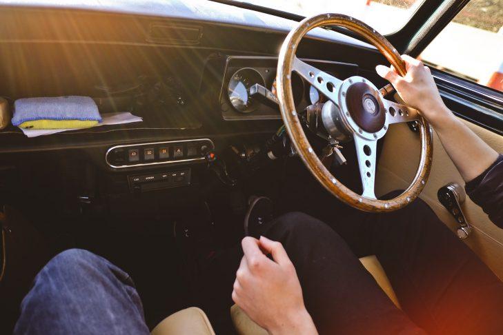 car-923873_1920