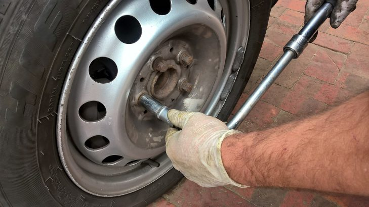 How to change car tyres