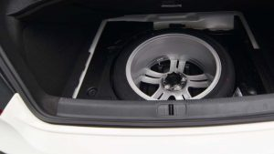spare-wheel-in-car